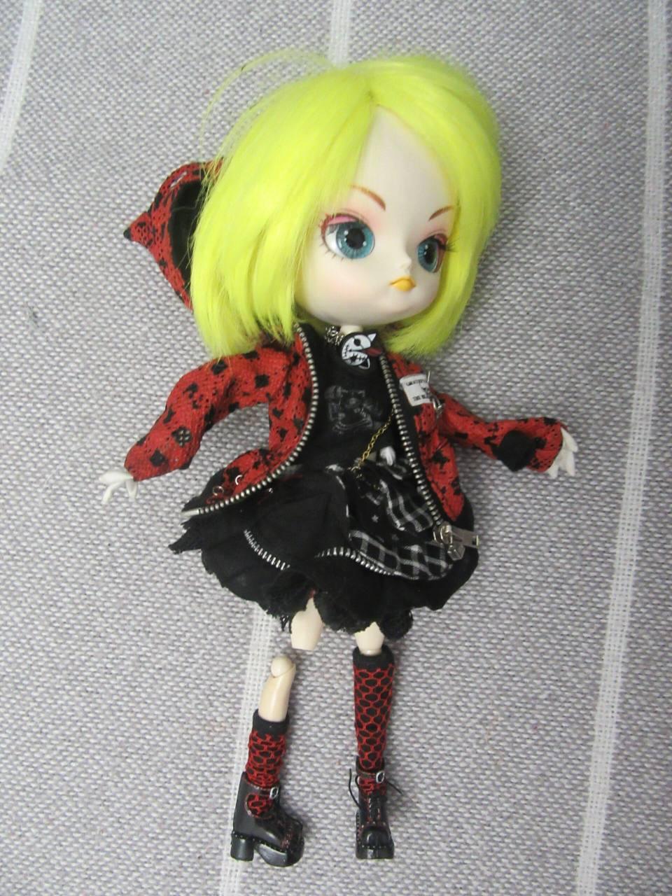 Ремонт куклы Moxie doll